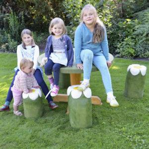 holz, wood, robinie, robinia, spielplatz, playground, sitzgruppe, suite, kleinkinder, toddlers