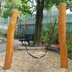 holz, wood, robinie,robinia,spielplatz, playground, schaukel, swing, U3, kita