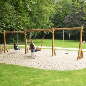 holz, wood, robinie, robinia, spielplatz, playground, schaukeln, swing