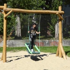 holz, wood, robinie, robinia, spielplatz, playground, schaukel, swing, inklusiv, inclusive