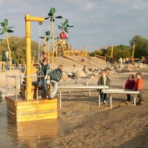 holz, wood, robinie, robinia, edelstahl, stainless steel, spielplatz, playground, wasserspielanlage, water play unit