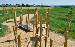 holz, wood, robinie, robinia, spielplatz, playground, bauernhof, farm, kletteranlage, getreide, climbing unit,