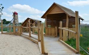 holz, wood, robinie, robinia, spielplatz, playground, bauernhof, farm, spielhaeuser, playhouses, barrierefrei, barrier free