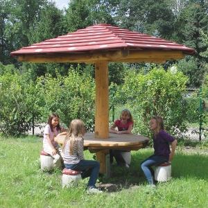 holz, wood, robinie, robinia, spielplatz, playground, sitzgruppe, suite, fliegenpilz, toadstool