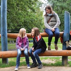 holz, wood, robinie, robinia, spielplatz, playground, luemmelbank, sparling bench