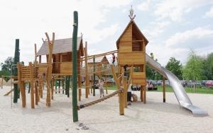 holz, wood, robinie, robinia, spielplatz, playground, spreewald
