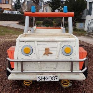 holz, wood, robinie, robinia, spielplatz, playground, federwipper, springer, jeep