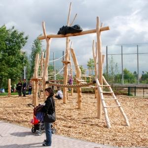 holz, wood, robinie, robinia, spielplatz, playground, kletter-balancier-anlage, climbing balancing unit, panther