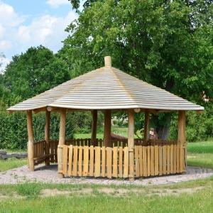 holz, wood, robinie, robinia, spielplatz, playground, schutzhuette, schelter