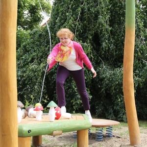 holz, wood, robinie, robinia, spielplatz, playground, kegelspiel, skittles play, pilz, mushroom