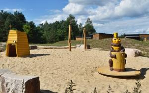 holz, wood, robinie, robinia, spielplatz, playground, bienen, bees