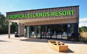 holz, wood, robinie, robinia, spielplatz, playground, eingang, entrance, tropical island