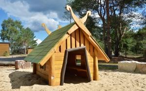 holz, wood, robinie, robinia, spielplatz, playground, spielhaus, playhouse, fischerhaus, fishers hut