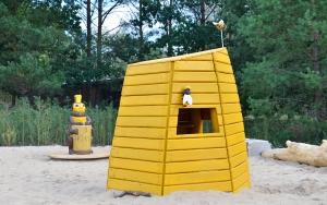 holz, wood, robinie, robinia, spielplatz, playground, tropical island resort, bienen, bees