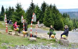 holz, wood, robinie, robinia, spielplatz, playground, skulptur, sculpture, bahnhof, station