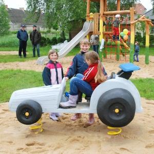 holz, wood, robinie, robinia, spielplatz, playground, wippe, seasaw, rennwagen, racing car