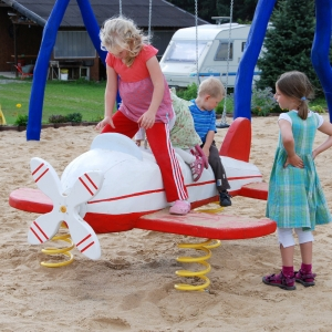 holz, wood, robinie, robinia, spielplatz, playground, wippe, seasaw, flugzeug, plane