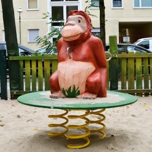 holz, wood, robinie, robinia, spielplatz, playground, wippe, seasaw, affe, monkey