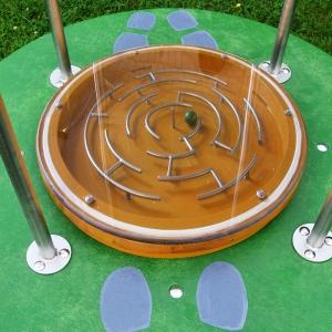 holz, wood, robinie, robinia, spielplatz, playground, wippe, seasaw, kugellabyrinth, ball maze