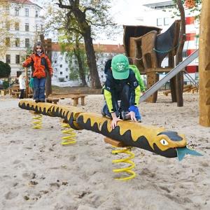 holz, wood, robinie, robinia, spielplatz, playground, federwipper, springer, klapperschlange, rattlesnake