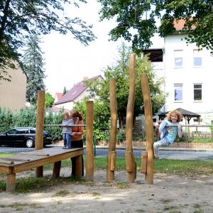 holz, wood, robinie, robinia, spielplatz, playground, balancierparcours, balancing course, generationen, generations