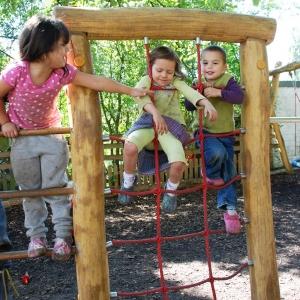 holz, wood, robinie, robinia, spielplatz, playground, turn-spiel-anlage, gymnastic equipment
