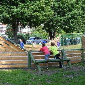 holz, wood, robinie, robinia, spielplatz, playground, multifunktionsspielfeld, multi games area