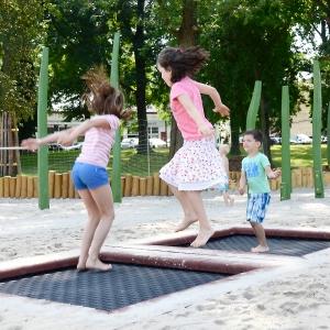 holz, wood, robinie, robinia, spielplatz, playground, trampolin, trampoline