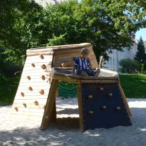 holz, wood, robinie, robinia, spielplatz, playground, kletterhöhle, climbing cave