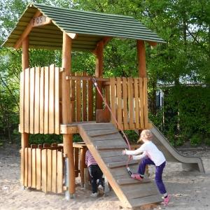 holz, wood, robinie, robinia, spielplatz, playground, spielhauskombination, playhouse combination, post
