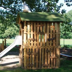 holz, wood, robinie, robinia, spielplatz, playground, spielhauskombination, playhouse combination, hexenhoedde, witch cottage