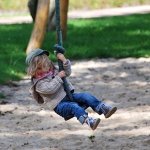holz, wood, robinie, robinia, spielplatz, playground, seilbahn,