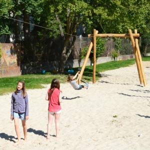 holz, wood, robinie, robinia, spielplatz, playground, seilbahn, aerial runway