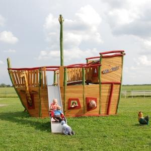holz, wood, robinie, robinia, spielplatz, playground, spielschiff, play
