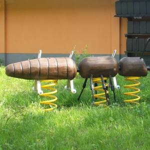 holz, wood, robinie, robinia, spielplatz, playground, federwipper, springer, ameisen, ants
