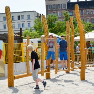 holz, wood, robinie, robinia, spielplatz, playground, kletter balancier anlage, climbing balancing unit