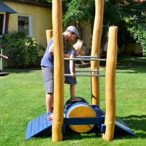 holz, wood, robinie, robinia, spielplatz, playground, lauftrommel, running drum