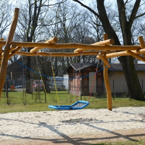 holz, wood, robinie, robinia, spielplatz, playground, schaukel, swing, schaukelbett, flying swing bed