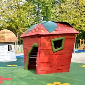 holz, wood, robinie, robinia, spielplatz, playground, spielhaus, playhouse, erdbeere, strawberry, U3