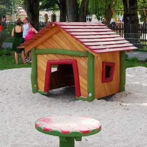 holz, wood, robinie, robinia, spielplatz, playground, spielhaus, playhouse, U3