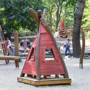 holz, wood, robinie, robinia, spielplatz, playground, tipi, tepee