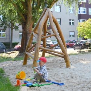 holz, wood, robinie, robinia, spielplatz, playground, spielhuette, play hut