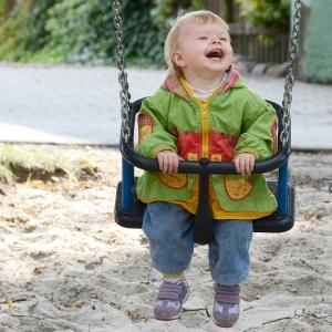 holz, wood, robinie, robinia, spielplatz, playground, kleinkind, schaukelsitz, toddlers, swing seat, U3