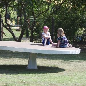 holz, wood, robinie, robinia, spielplatz, playground, drehscheibe, rotating disc