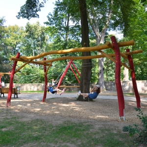 holz, wood, robinie, robinia, spielplatz, playground, schaukel, swing, pendel, pendulum
