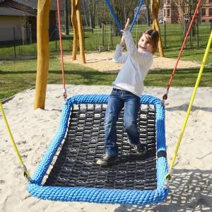 holz, wood, robinie, robinia, spielplatz, playground, schaukel, swing, schaukelbett,