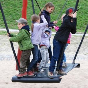 holz, wood, robinie, robinia, spielplatz, playground, fliegender teppich, flying carpet