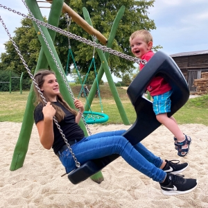 holz, wood, robinie, robinia, spielplatz, playground, schaukel, swing, team, familie, familily