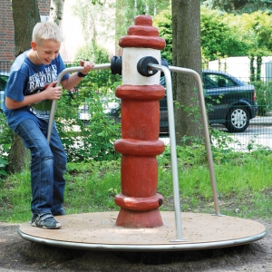 holz, wood, robinie, robinia, spielplatz, playground, karussell, carousel, hydrant