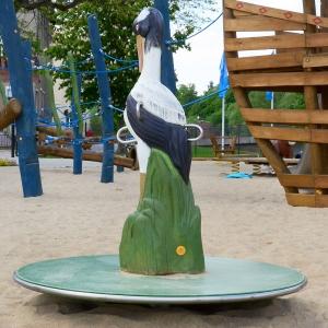 holz, wood, robinie, robinia, spielplatz, playground, karussell, carousel, kranich, crane